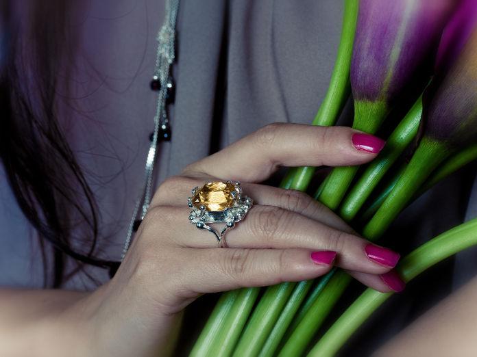 bague kiutaro - citrine de 12 carats sertie sur argent - nathalie iuso création