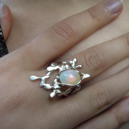 bague opale noble d'Éthiopie sertie sur argent - Lakota